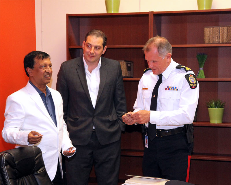Delwar Jahid with police chief Rod Knecht at the Ethnic Society of Alberta
